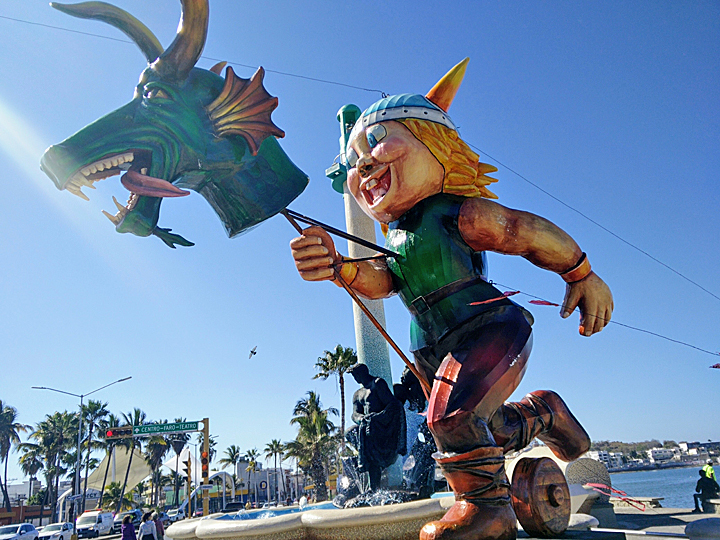 The monigotes are up, teasing us that Carnaval will be here soon.